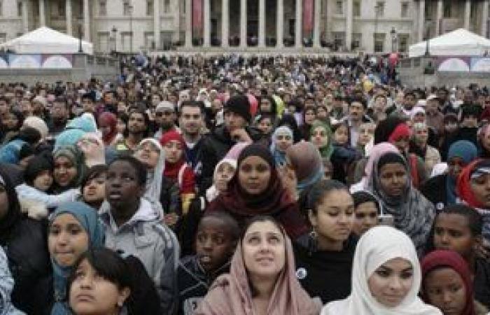 """""""عيد افتراضى"""" لمسلمى بريطانيا.. الجارديان: أئمة المساجد يؤدون صلاة العيد عبر الإنترنت ويدعون للالتزام بالتباعد الاجتماعى.. طرود من """"الكحك"""" وهدايا للأطفال.. والمسلمون يؤكدون: نشعر بالحزن ولكن السلامة أولا"""